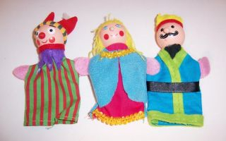 Finger Puppet Mini Wooden Stage Theater with 3 Puppets King Queen