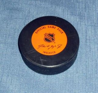 WAYNE GRETZKY LA KINGS #24 HAND SIGNED OFFICIAL GAME HOCKEY PUCK W/COA