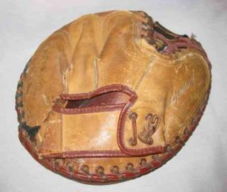 Vintage 10 Spaulding Jim Hegan Catchers Mitt Baseball
