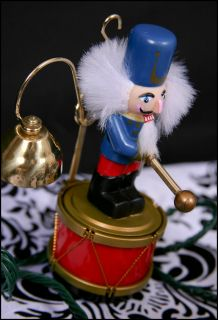 MR CHRISTMAS brass bell SANTAs MARCHING BAND nutcracker 1994 works