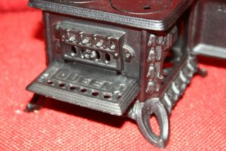 Vintage Cast Iron Queen Miniature Stove Salesman Sample Doll Furniture