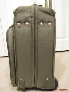 PREOWNED BRIGGS & RILEY WHEELED CARRY ON SUITER GARMENT BAG~BASELINE