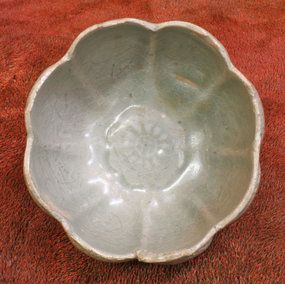 Fine Beautiful 12th Century Korean Lotus Form Celadon Cup with Incised