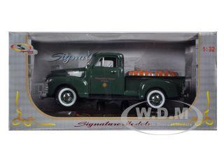 1950 Chevrolet Pickup Truck Green w Barrels 1 32 Signature Models