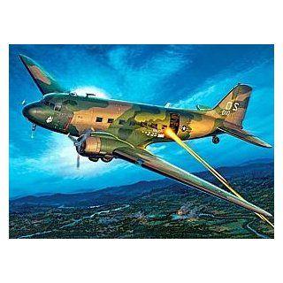15615   Revell Monogram   AC 47 Vietnam Gunship Spielzeug