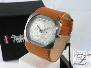 Levis Uhr Breitband Leder Totenkopf auf dem Zifferblatt