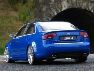 18 Tuning Audi A4 RS4 LIMO   RS Blau   Fahr & Lenkbar