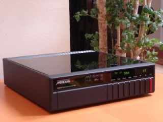 Meridian 561 Audio/Video Digital Surround Processor/Preamplifier
