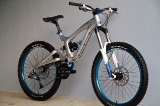 GT Ruckus 7 2.0 Freeride Bike  Vivid R2 Domain RC 2011