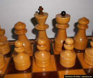 Schach, Sehr schönes Schachspiel aus Holz 45 x 45 cm