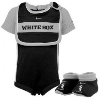 Chicago White Sox Baby Nike Onesie, Bib, and Booties   6 9