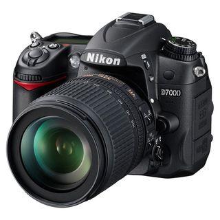 Nikon D7000 Digital SLR Camera with AF S DX 18 105mm Lens