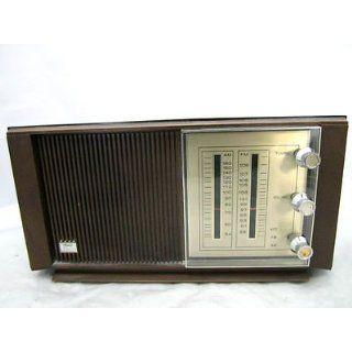Silvertone  Solid State Transistor Radio 132.20360000 Walnut