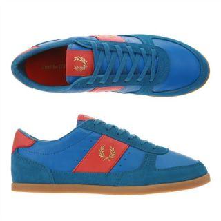 Modèle B204. Coloris  bleu, rouge et doré. La basket griffée Fred